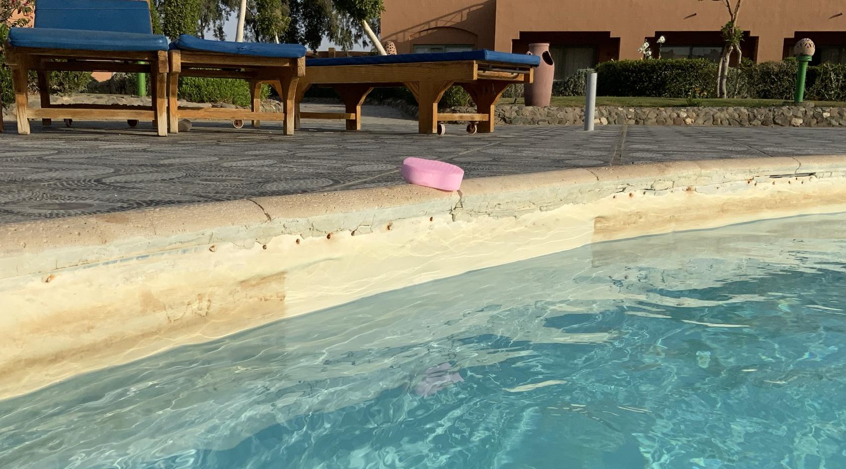 Bazén po čištění nanohoubičkou