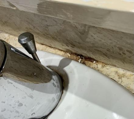 Špinavé umyvadlo